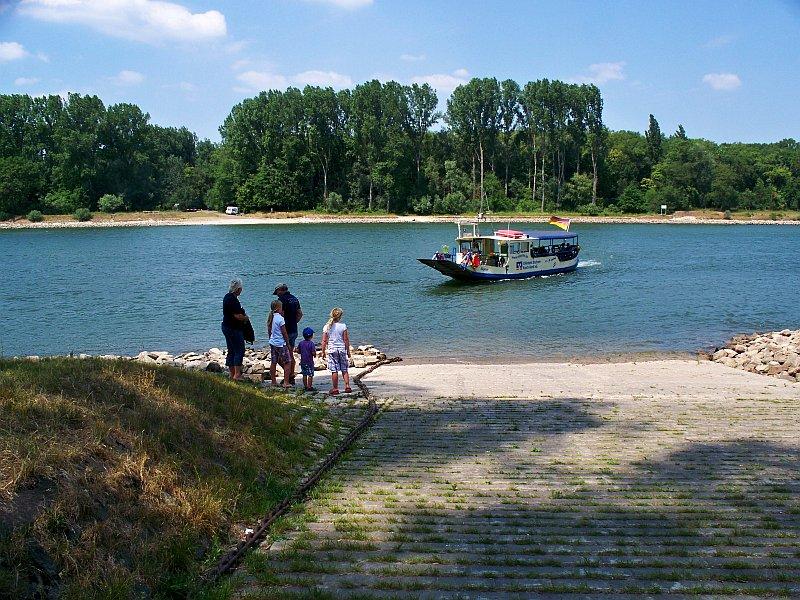 Rheinfähre bei Rheinhausen