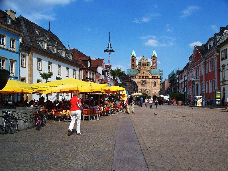 Maximilianstraße in Speyer mit Blick zum Dom